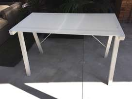 SOLID STEEL TABLE WITH GLASS TOP