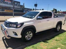 2017 TOYOTA HILUX 2.4GD6 EXTRA CAB MANUAL DIESEL