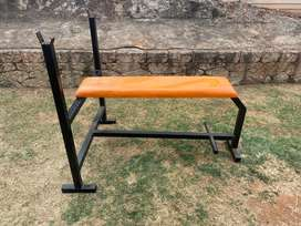 Bench with 20kg Olympic bar and 4x10 kg in plates.