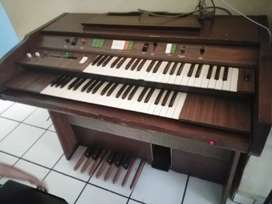 Lowrey Piano