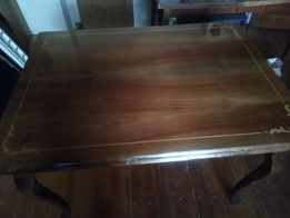 обеденный стол и шесть стульев