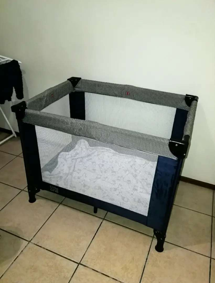 Foldable cot for sale 0