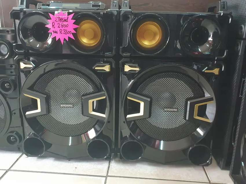2 big powerful bluetooth speakers brand new