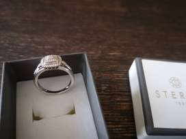 Wedding/engagement ring for sale