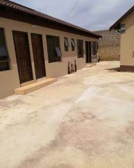 Room with shower and toilet ensuite at ext 4 for rent