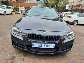 2013 BMW 328i F30 With sunroof and leather seats