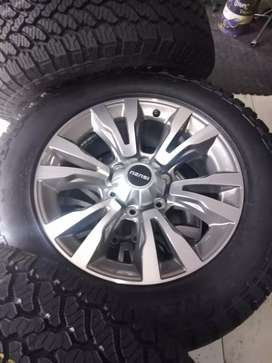 A set mags and tyres for Isuzu 255/60/18 GENERAL GRABBER AT