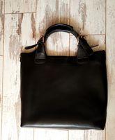 Продам кожаную черную сумку вместительную внутри сумочка