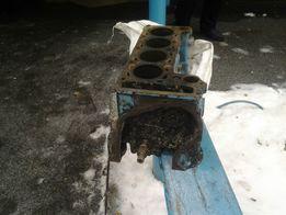 Продам блок двигателя на ваз 21011.