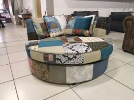 BRAND NEW LASLAPPIE LOVE COUCH