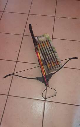 Two-handed hunting crossbow with new/un-used crossbow bolts