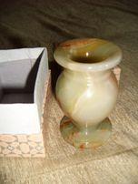 Продаётся ваза из оникса, высота 9,5 см, в подарочной коробке