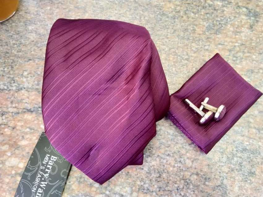 Burgundy tie, with pocket square and cufflinks 0