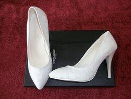 Продаю белые свадебные туфли