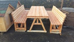 Stół z ławkami