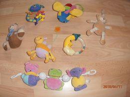 Grzechotki, zawieszki, zabawki niemowlęce
