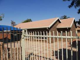 Property to rent for offices on busy road in Garsfontein, Pretoria