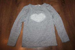 Bluzeczka z serduszkiem z różyczek marki Carry. Rozmiar 104cm