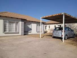 Beautiful 3 bedroom home available for rent in Rosslyn gardens R5, 500