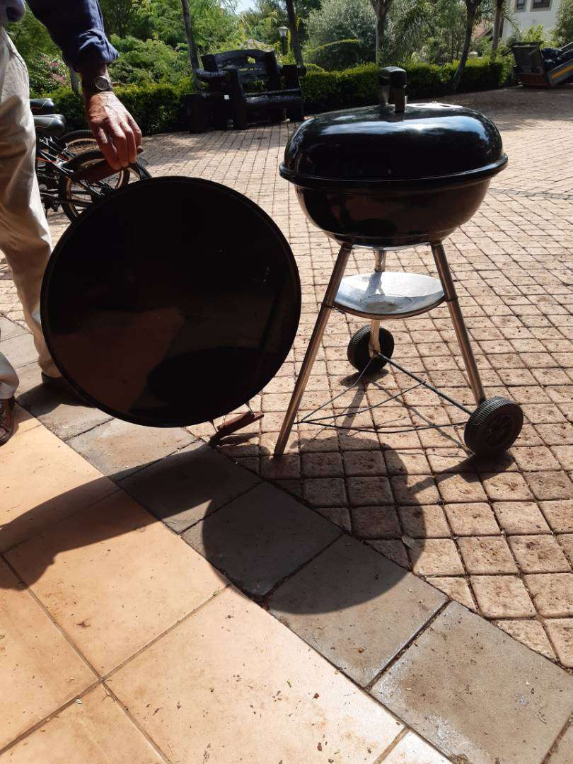 Portable Braai with frying plate 0