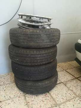 Second hand tyres, R2, 000