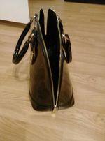 Sprzedam lub zamienie Czarna torebka lakierowana wizytowa, miejska