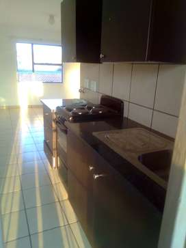 I m looking for some one to share  the flat with in Kempton park next