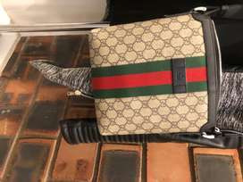 Gucci preowned flat messenger Bag