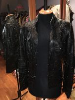 Куртка женская натуральная кожаная черного цвета. Дешево.