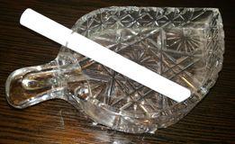 Продам хрустальную пепельницу в форме листочка