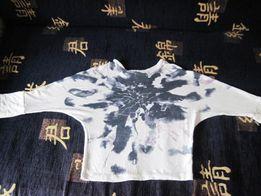 Продается футболка белая в серые разводы