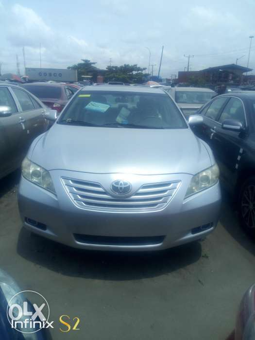 Super clean Toyota Camry 2007 model negotiation 0