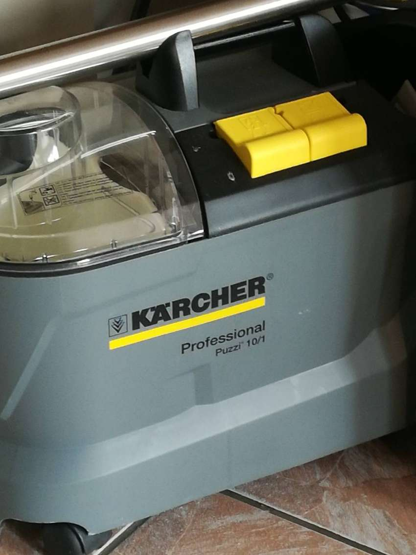 Karcher Profesional carpet cleaning machine 0