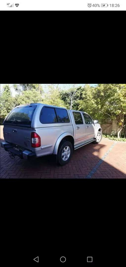Urgently looking for isuzu kb 250 or 300 double cab bakkie 0