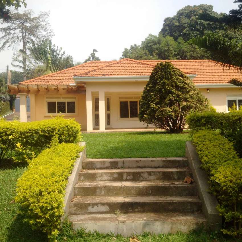 House in Mbuya for sale 0