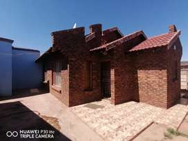 House for sale in Daveyton Twatwa