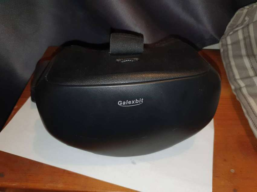 VR GOGGLES AS GOOD AS NEW 0