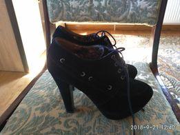 Продам жіноче взуття розмір 39-40