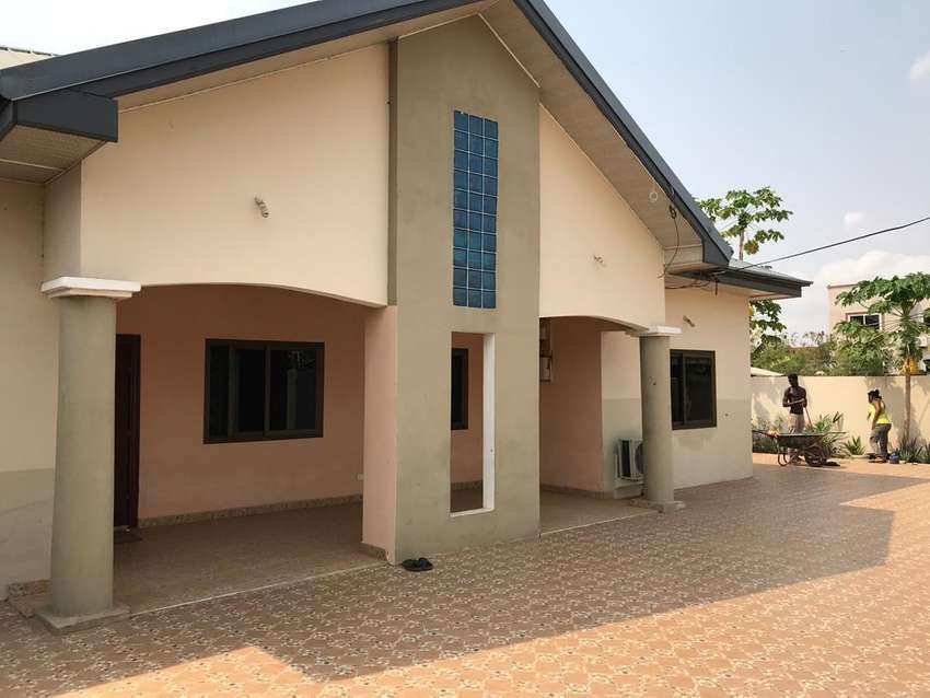 Executive 3 bedroom self contain house to let at west Trasacco 0
