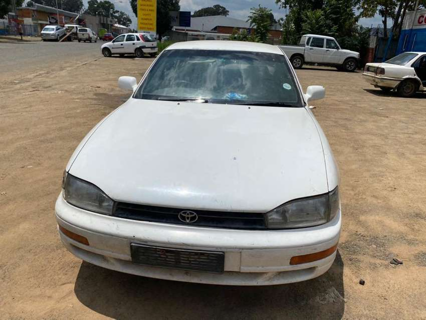 TOYOTA CAMRY 2.2-STRIPPING FOR SPARES 0