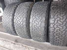 Set of mags and tyres for jeep wrangler sizes 265/70/17 bfgoodrich ko2