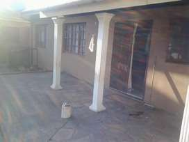 1bedromm and big lounge kitchen and bathroom in a 2 bedroom house