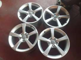 Audi A3 original alloy mags size 17 still in good condition