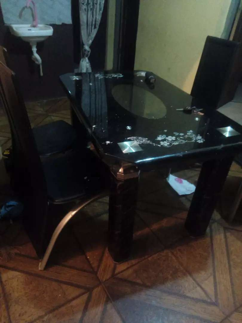 Dining table for sale 0