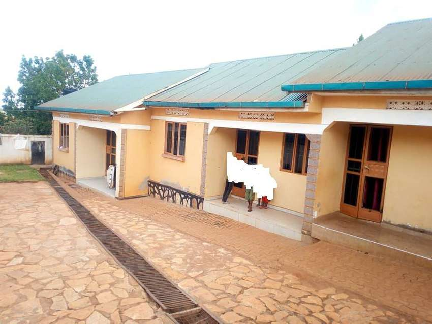 2 BEDROOMS HOUSES FOR RENT IN KISASI AT 350K 0