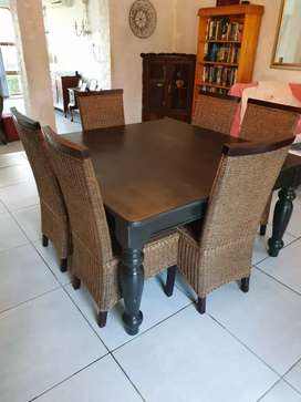 Dinning room table an chairs