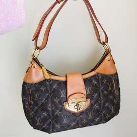 Preowned Louis Vuitton bag Available In a perfect condition R3000