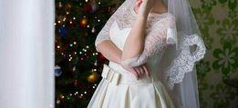 Красивое свадебное платье цвета Айвори