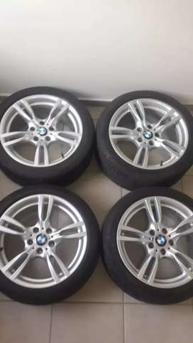 A set of 18inch BMW mags wide and narrow in a very good condition