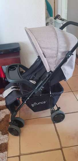 Bounce reversible handle stroller